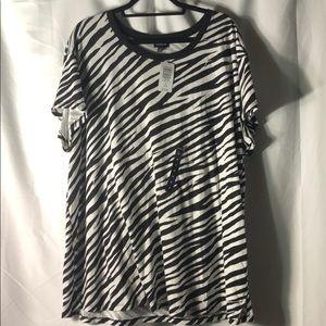 🆕 Torrid Size 3 (22/24) Zebra Relaxed Tee